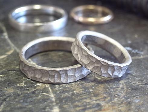 幅の太い槌目風の結婚指輪 製作過程 01