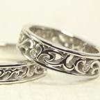 透かし模様で唐草を入れた結婚指輪(イニシャル入れてあります)
