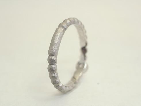 個性的な指輪 サイズ直し部分有り