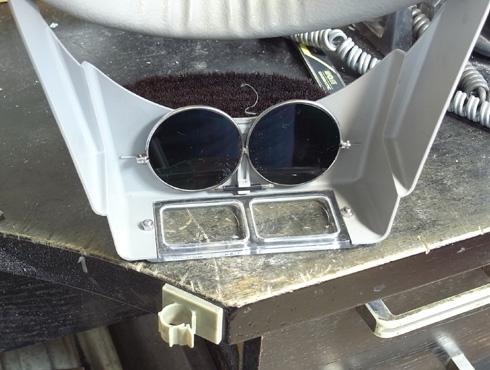 ヘッドルーペと遮光メガネを使って改善 03