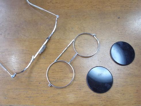 ヘッドルーペと遮光メガネを使って改善 04
