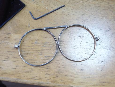 ヘッドルーペと遮光メガネを使って改善 07