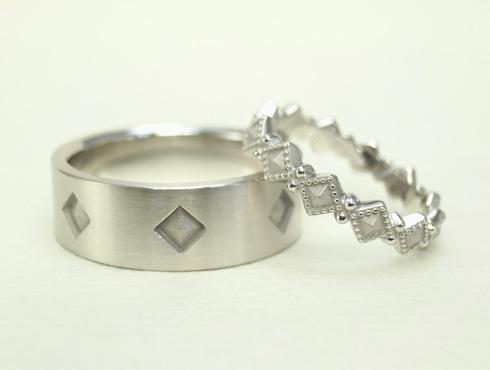ピラミッドスタッズ柄の結婚指輪(アンティーク風) 01