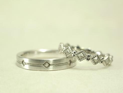 アトリエエッグのオリジナル ピラミッドスタッズ柄の結婚指輪
