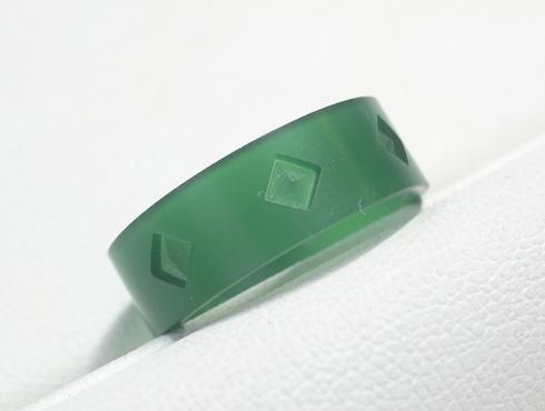 ピラミッドスタッズ柄の結婚指輪のワックス 01