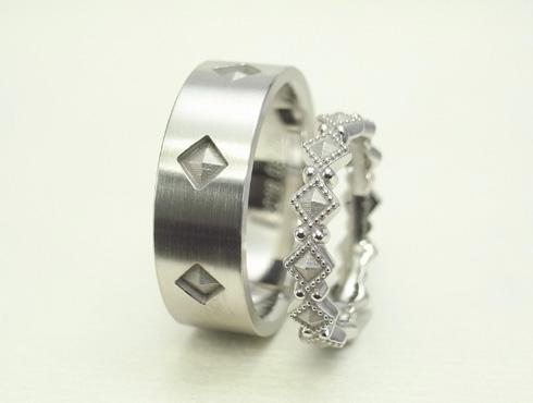 ピラミッドスタッズ柄の結婚指輪(アンティーク風) 03