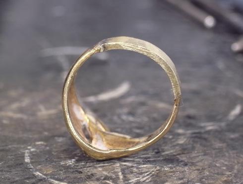 指輪の細くなった腕を修理&サイズ直し 09