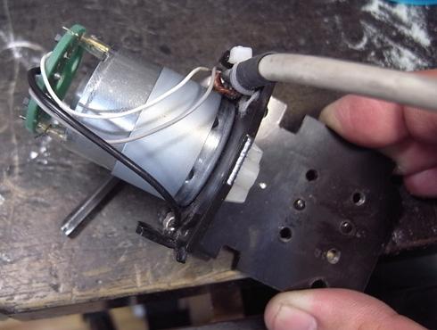 切削機 MDX-15 スピンドルモーターの交換 16