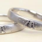 クリスマスツリーを彫刻した結婚指輪