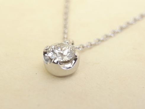 シンプルなダイヤ1粒ペンダント03