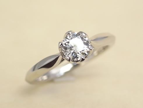 石枠に透かし模様を入れたエンゲージ(婚約指輪) 01