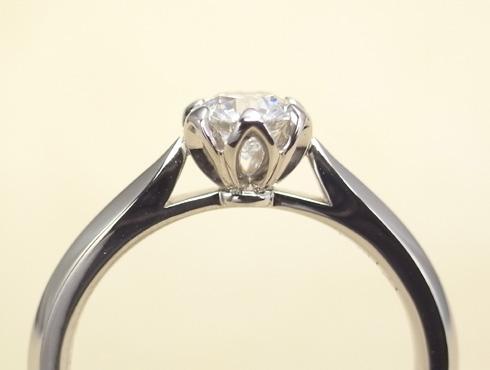 石枠に透かし模様を入れたエンゲージ(婚約指輪) 05