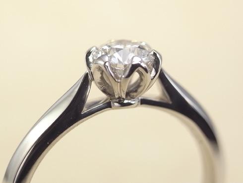 石枠に透かし模様を入れたエンゲージ(婚約指輪) 06