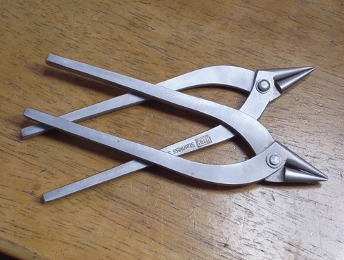 外れなくなった指輪の切断の際に使う工具 ヤットコ