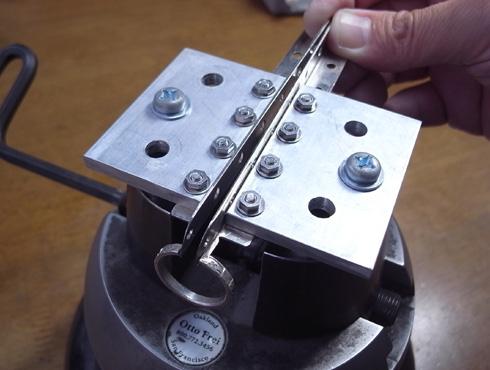 外れなくなった指輪の切断の際に使う工具 07