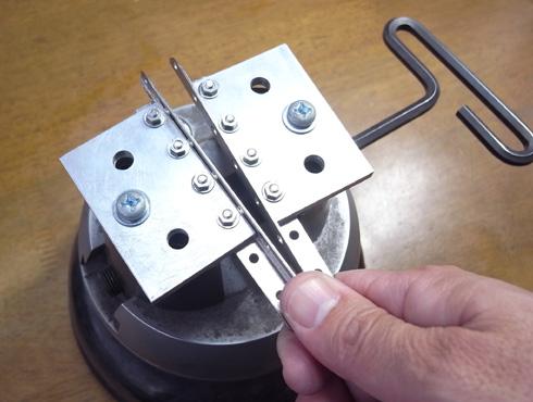 外れなくなった指輪の切断の際に使う工具 08