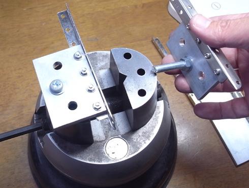 外れなくなった指輪の切断の際に使う工具 12