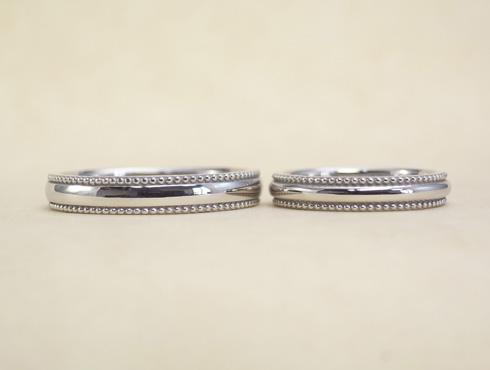 ぷっくり大きめなミル打ちの結婚指輪 02