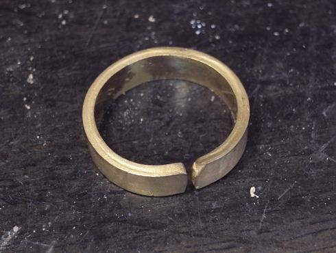 純金の印台リングを2本の18Kの指輪にリフォーム 05