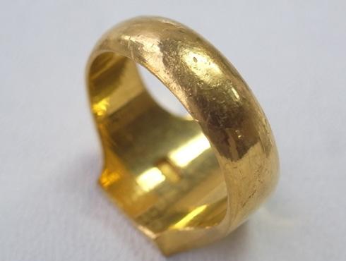 純金の印台リングを2本の18Kの指輪にリフォーム 11