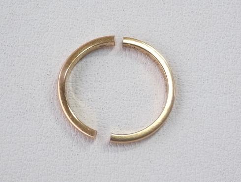 切断されたカルティエ(cartier)の結婚指輪のサイズ直しと修理 02