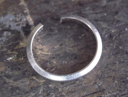 外れなくなったカルティエの結婚指輪 切断とサイズ伸ばし 01