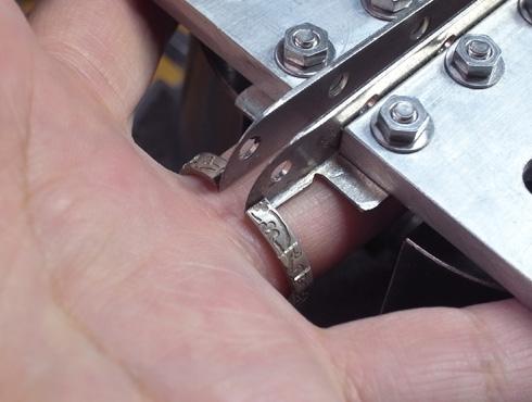 外れなくなった指輪の切断方法 10