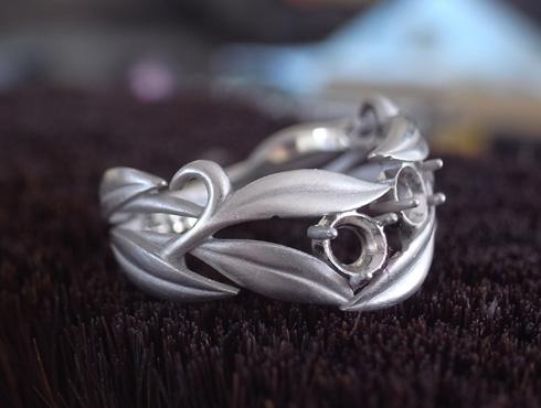 オーダーメイドの葉をモチーフの指輪 アレキサンドライト 09