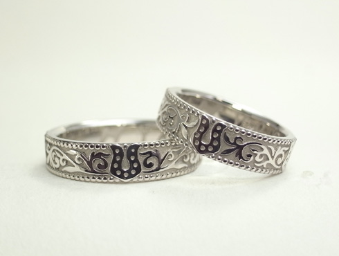 ご希望の馬蹄の柄を4箇所に入れた結婚指輪02